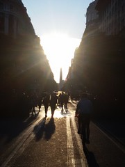Obelisco (Toms Loustaunau) Tags: sunset sun sol scale argentina contrast de atardecer buenos aires capital icon 25 obelisk contraste mayo obelisco federal icono milestone escala hito