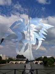 pont des Arts (YOUGUIE) Tags: paris expo pleinair sculptures pontdesarts installation reflet seine pont danielhourd lapasserelleenchante
