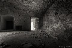 Chateau de Saissac_20150806_1447 (Toche43) Tags: france blackwhite europe noiretblanc ruine cave aude languedocroussillon chteaux saissac chteaudesaissac paysrgion