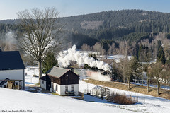 Schnheide Museumsbahn (4/5), 09-03-2016 (Paul van Baarle) Tags: duitsland deutschland germany ddr ostalgie sachsen saksen saxony schnheide museumsbahn museum heritage vintage klassiek classic smalspoor schmalspur narrowgauge bimmelbahn schmalspurbahn trein train treno zug personentrein stoom stoomloc loc locomotive lokomotief steam dampf vapeur steamlocomotive stoomtrein travel transport transportation nikon d800 tanago sneeuw snow schnee winter 995161 meyer ivk hartmann wonderworld
