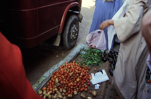 """Ägypten 1999 (211) Im Suq von Luxor • <a style=""""font-size:0.8em;"""" href=""""http://www.flickr.com/photos/69570948@N04/28076336491/"""" target=""""_blank"""">View on Flickr</a>"""