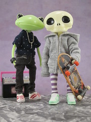 bros B4 hos (Jimmy Trickle has gone to ipernity :P) Tags: skater punks studiouoo wonderfrog lampenico