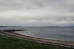 Galway Bay (anafuentes) Tags: ireland sea green galway bay rocks day cloudy 18105mm d7000