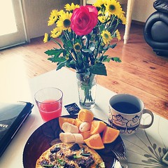 Lovely flowers and spicy steak egg pizza for breakfast. Thanks for the flowers Serg and thanks for the recipe @laneylaney_  It was yum! (hellaOAKLAND) Tags: square squareformat walden iphoneography instagramapp uploaded:by=instagram