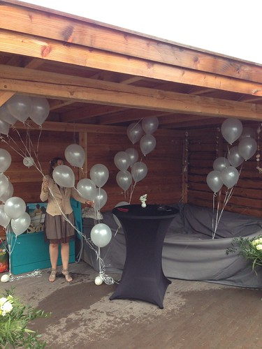 Tafeldecoratie 5ballonnen aan lange linten Wit