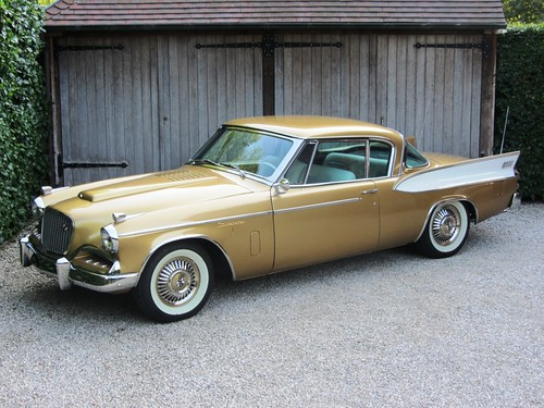 Studebaker Golden Hawk (1957).