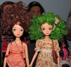 Chloe and Zoe (Softness) Tags: china cute green fashion hair doll dolls greeneyes fashiondoll chinadoll greenhair asiandoll chinesedoll fashiondolls dollfashion kittyden