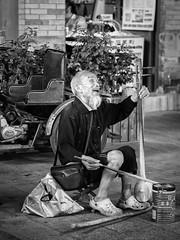 Chinese street musician (1yen) Tags: china street travel bw travelling blackwhite asia beijing streetphotography olympus nik   45mm peking omd streetmusician qianhai em5  zuiko45mm silverefexpro2 olympusomdem5