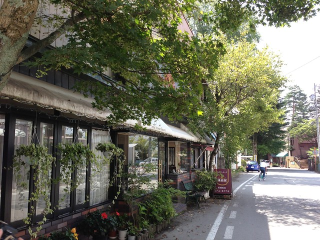 腸詰屋の旧道店は、旧軽井沢銀座から1本離れたところにありま。|