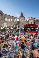 4080 - Haute-Loire - Blesle lors des animations des Apros de Blesle (MDDT43) Tags: concert scene t spectacle musiciens pav chanteurs spectateurs alagnonbeauxvillagesbleslehauteloirevalledelalagnon