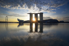 Starship (bing dun (nitewalk)) Tags: morning sunrise singapore sunburst mbs tbd marinabay nitewalk bingdun