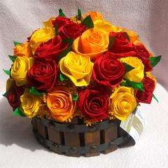 composizione floreale in vaso di legno