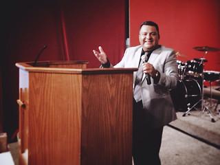 Invitado Especial: Harvey Recinos, Evangelista y Canta-autor. | Diciembre 2013