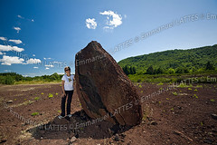 Jeune femme posant devant une bombe volcanique gante en fuseau. (Emmanuel LATTES) Tags: summer people woman cloud france nature girl field stone pose giant person volcano poser big pierre femme large rocky posing bluesky boulder crack projection material geology rise upright t nuage fille stickup rocher cracked auvergne magma basalt gros standup raise erect pumice volcan puydedme craquelure personnage grosse cielbleu crackled putup craquel gante gologie pozzolana murol basalte rige dress pouzzolane puydedme63 dresse volcanicbomb craquele bombevolcanique bombeenfuseau laveprojete magmaprojet rochemagmatique rig fusiformlavabomb projectedlava magmaticrock murol63790 spindleshapedvolcanicbomb