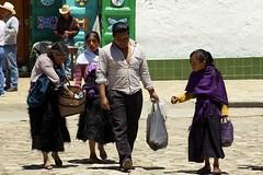 Chiapas-Personajes (jaropi) Tags: indgenas mxico sanjuanchamula chamulas niosindgenas estadodechiapas templodesanjuanbautista