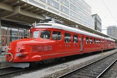 Zurich - Red Double Arrow «Churchill» (Kecko) Tags: railroad train geotagged schweiz switzerland suisse swiss zurich kecko railway zug sbb railcar churchill zürich svizzera bahn 2014 zh triebwagen swissphoto roterdoppelpfeil geo:lon=853529 geo:lat=4737820