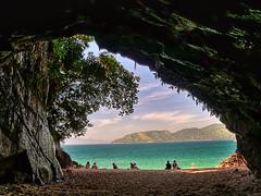 Gruta que chora (rvcroffi) Tags: summer praia beach nature paradise ubatuba sunny serenity grotto inside cavern hdr dentro paraso gruta tranquillity greenwater marazul paradisaca sununga grutaquechora