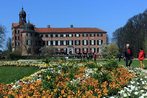 "Eutiner Schloss (22) Nordgarten und Gartenfassade • <a style=""font-size:0.8em;"" href=""http://www.flickr.com/photos/69570948@N04/26673396870/"" target=""_blank"">View on Flickr</a>"