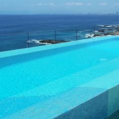 Azules y rocas. (RJimenezR) Tags: blue azul square mexico jalisco piscina bahiadebanderas squareformat puertovallarta infinitypool banderasbay alberca instagramapp uploaded:by=instagram