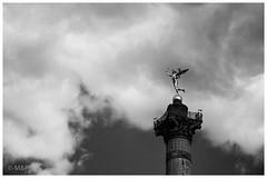 La libert dans les nuages (MNP[FR]) Tags: sky sculpture white 3 black paris clouds de la europe noir ledefrance place 14 samsung ciel libert rvolution 28 29 nuage 27 et juillet bastille blanc colonne 1789 1830 gnie nx1 glorieuses