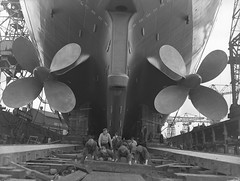 Preparing the slipway for a launch (Tyne & Wear Archives & Museums) Tags: industry interesting workers industrial ship vessel cranes propellers shipyard tyneside slipway newcastleupontyne shipbuilding shiplaunch northernstar walkernavalyard northeastofengland passengerliner vickersarmstrongltd
