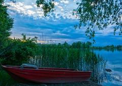 La barca rossa (Agnolo) Tags: sunset red clouds river boat nikon barca nuvole fiume campagna nikkor rosso treviso veneto sile 1685 canneto casalesulsile d7100 tramon parcodelsile