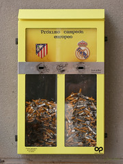 Urna cenicero final de Champions League 2016 (Madrid) (Juan Alcor) Tags: madrid cenicero urna amarillo atleticodemadrid realmadrid champions 2016