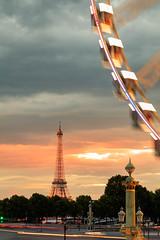 Couch de soleil sur la Concorde (Michel Hincker) Tags: outdoor sky eiffel tower sunset color orange blue light city architecture canon 80d tamron 1750