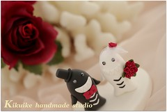 Wedding Cake Topper-love sharks with sweet heart base (charles fukuyama) Tags: ocean wedding blackandwhite flower halloween shark couple anniversary bowtie swarovski sweetheart lovely custom brideandgroom sculpted cakedecoration bridalbouquet weddingcaketopper claydoll handmadewedding animalscaketopper sharkscaketopper bridalbirdcage kikuike