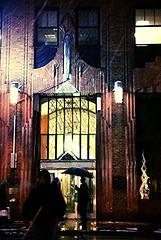 One of those nights (The Big Jiggety) Tags: street city nyc usa newyork rain architecture night america umbrella noche lluvia nacht manhattan pluie atmosphere artdeco nuit paraguas notte regen ville parapluie gebuilding regenschirm