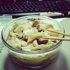 午餐是我自製的菇菇高麗菜~加豆腐! #lunch #mushroom #tofu #cabbage #diet #healthy #losingmyweight #summer #sunnyday #atwork #sleepy #tired #taipei #taiwan #catherinespic #instafood