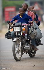 UGD_0842.jpg (Hans Olofsson) Tags: africa family motorbike uganda familj bodaboda motorcykel familjpmotorcykel