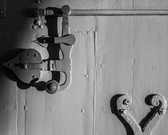 le Vide et le Plein ~ Empty and Full (griffe-pétale) Tags: door cadenas heart lock coeur porte padlock serrure