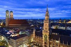 Munich skyline at dusk, Germany (Sir Francis Canker Photography ©) Tags: plaza longexposure trip travel panorama muro history tourism wall skyline architecture germany munich square landscape deutschland twilight europa europe dusk cityhall euro landmark visit icon tourist rda vista nocturna alemania townhall munchen bluehour piazza visiting allemagne gdr icono marienplatz parvis germania reunification sirfranciscankerjones pacocabezalopez