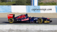 Toro Rosso STR8 - Jean-Eric Vergne - Entrenamientos F1 Jerez 2013 (www.capturaviaje.com) Tags: españa david canon f1 andalucia deporte fone cádiz formula1 franco jerez circuito grimaldi 70300 barrido automovilismo 550d tororosso paneo espaã±a cã¡diz jeanericvergne dgrimaldi wwwcapturaviajecom capturaviaje