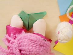 Dobre a aba do canto inferior direito até a juntar as duas pontinhas. (Ateliê Bonifrati) Tags: cute diy origami craft tutorial pap dobraduras passoapasso bonifrati papelcolorido