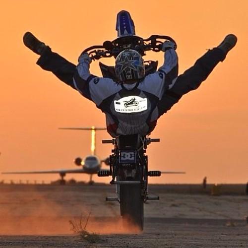 Наш друг #МаратКанкадзе @MaratKankadze поздравляет Вас с открытием сезона ухода за мотоциклами в #царскиеконюшни❗️.   Друзья, жизнь прекрасна, любите ее!    И пусть волшебное чувство полета всегда будет с вами!   Ваш @MaratKankadze    #турчаниновпереулок2