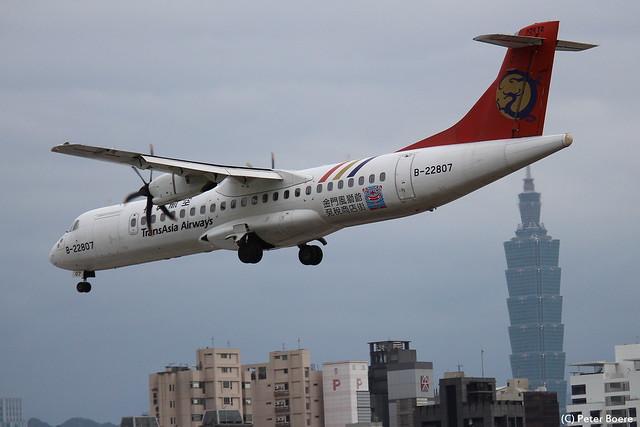 TransAsia Airways ATR72 in Taipei, 23-10-2014
