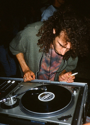 "Photo Dj Heyoka - 21/06/1994 Ile aux Cygnes (Paris) (photo by Olivier Degorce) <a style=""margin-left:10px; font-size:0.8em;"" href=""http://www.flickr.com/photos/110110699@N03/16492987676/"" target=""_blank"">@flickr</a>"