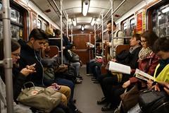 Hauptverkehrszeit in der U-Bahn (avista) Tags: berlin zeiss 35mm subway reading ubahn rushhour hauptverkehrszeit