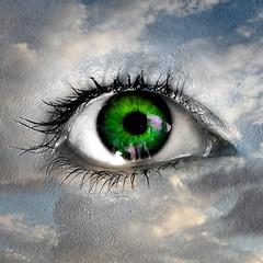 big sista is watching you (kann's einfach nicht lassen...) Tags: sky eye himmel grn blau auge augenblick zweilagig