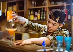 Okaeri 型男食堂居酒屋 (Randy Wei) Tags: portrait bar 35mm taiwan fujifilm taipei bartender f095 zhongyi xe1 mitakon okaeri おかえり 中一光學