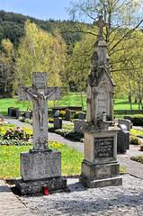 6960 Giershagen, Friedhof (RainerV) Tags: friedhof germany geotagged grabstein deu nordrheinwestfalen grabmal 16052 marsberg nikond300 giershagen rainerv geo:lon=881286711 geo:lat=5141691521