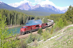 Lake Louise, Alberta (UW1983) Tags: trains alberta canadianpacific cp lakelouise railroads morantscurve unittrain