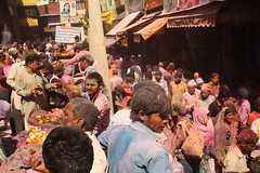 "Devotees throng outside the ""Banke Bihari"" Temple for ""Dhulandi"", at Vrindavan, Mathura (ilovethirdplanet) Tags: india festival temple crowd holi mathura ind uttarpradesh"