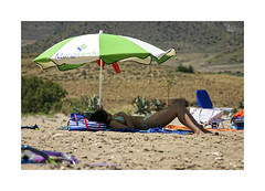 Playeando... (ngel mateo) Tags: shadow espaa woman beach umbrella andaluca mujer spain sombra playa andalusia sombrilla almera cabodegata mediterraneansea marmediterrneo playadelosgenoveses njar ngelmartnmateo ngelmateo