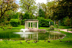 Congress Park, Saratoga Springs, NY (Diacritical) Tags: iso200 saratogasprings f56 35 congresspark 0ev summiluxm11435asph centerweightedaverage leicacameraag sec secatf56 leicamtyp240 may252016 douglascpalmer2014