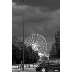 The Wheel (horstmall) Tags: blackandwhite bw paris noiretblanc cloudy streetscene bn ferriswheel sw tuileries riesenrad placedelaconcorde bewölkt schwarzweis nouageux strasenscene horstmall champséliysees