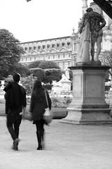 couple au Jardin des Tuileries (cesar-cdr) Tags: voyage street travel sculpture paris tree love tourism museum architecture garden nude walking french couple nu louvre walk streetphotography jardin tourist amour tuileries arbre franais marche hercules parisian tourisme strongman masculin muscled touriste hercule musculature parisien marchant
