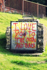 I LOVE YOU TO THE MOON AND BACK (YoSoyEntropia) Tags: love photoshop photography photo foto grafitti amor castro fotografia simple amo detalles perfection cantabria inspiracion cartel castrourdiales grafitty secondhome